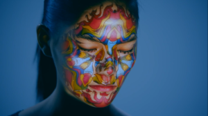 Видеомэппинг на лицо девушки