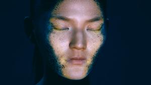 Лицо девушки с удивительно реалистичным 3D mapping